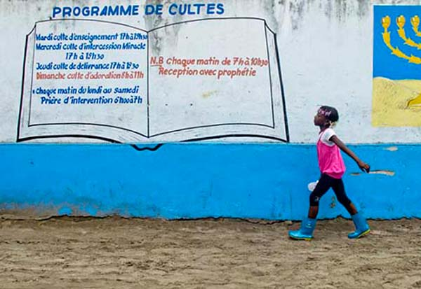 Shooting From The Hip – Congolese Photographer Robert Nzaou-Kissolo