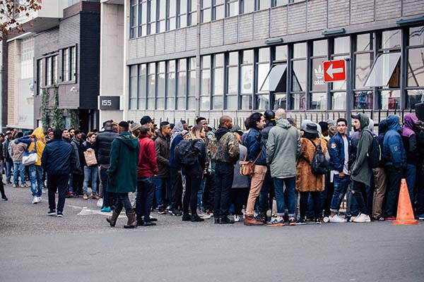 YEEZY BOOST LAUNCH_Crowd queuing outside AREA3