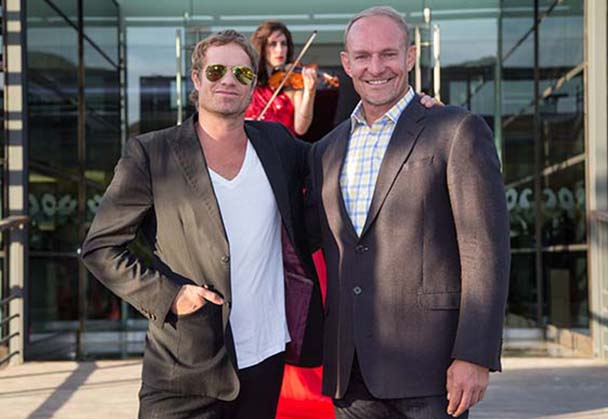 Arno Carstens joins Valley Flair Art Auction